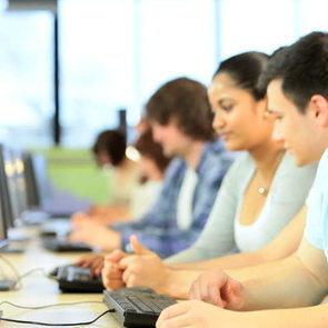 Школьников приглашают на бесплатные онлайн-уроки программирования