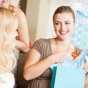 10 самых дурацких подарков на рождение ребенка