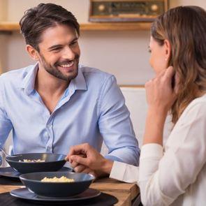 О чём нельзя говорить с мужем, пока он не поел