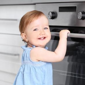 9 вещей, которые нужно убрать, если дома малыш