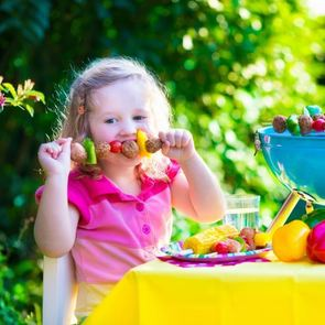 Малыш много ест: как сократить рацион