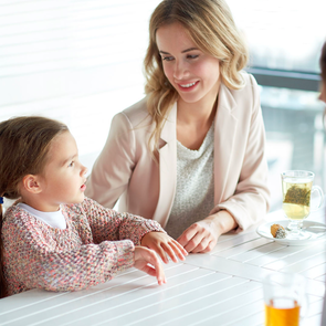 Современные родители проводят с детьми меньше часа в день