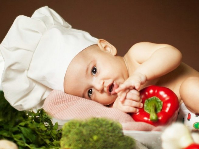 Новорожденный ребенок икает после кормления