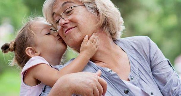 Россияне рассказали, сидят ли бабушки с их детьми