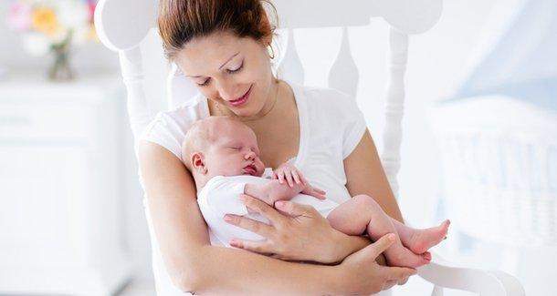 Почему новорождённый икает?