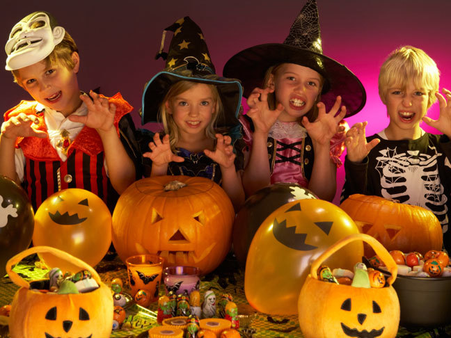 Звёзды с детьми отпраздновали Хэллоуин