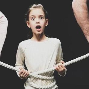 """""""Вместе и навсегда"""": как созависимые отношения с родителями разрушают детей"""