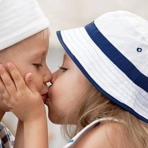 Первая любовь ребенка: какие ошибки совершают родители