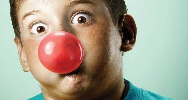 Что делать если ребенок проглотил жвательную резинку