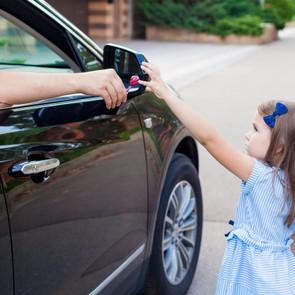Никаких конфет: как рассказать ребенку о поведении с незнакомцами