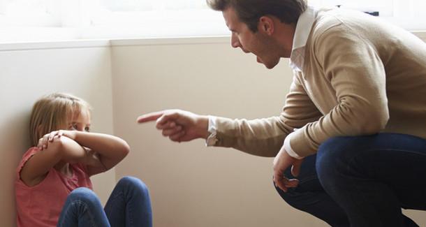 """""""Муж слишком строг с детьми. Что делать?"""""""