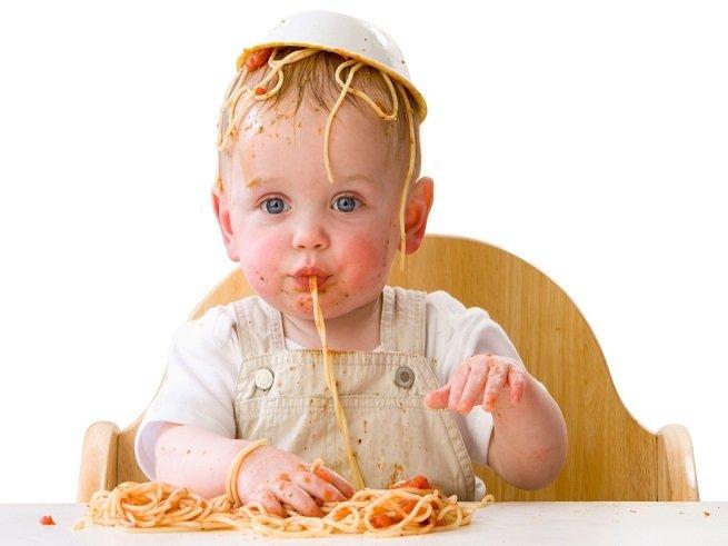 Как научить ребёнка кушать ложкой самостоятельно