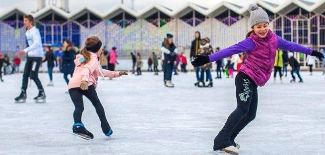 В парках Москвы открываются школы хоккея и фигурного катания