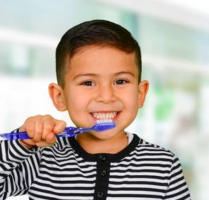 Стоматологи: детской зубной пасты не существует