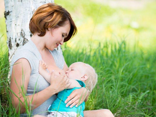 Материнское молоко формирует у младенцев  микрофлору кишечника