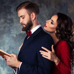 Как избавиться от обожательницы мужа?