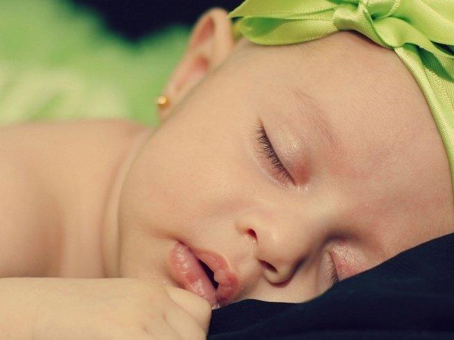 Развитие ребенка в 2 недели жизни