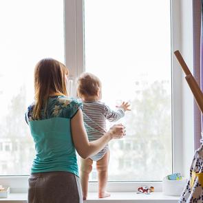 Роспотребнадзор просит родителей не выпускать детей на улицу