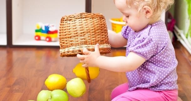 9 вещей, которыми малыш будет играть лучше, чем игрушками