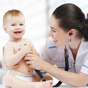 Каких врачей должен пройти ребенок до года?