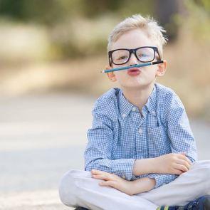 За стеклом: малышу прописали очки