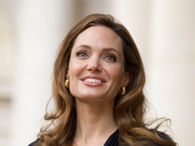 Джоли госпитализировали в состоянии крайнего истощения