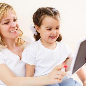6 способов сделать гаджеты полезными для ребёнка с помощью английского языка