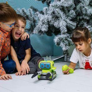 Умный робот с видеоуроками - в помощь занятым родителям