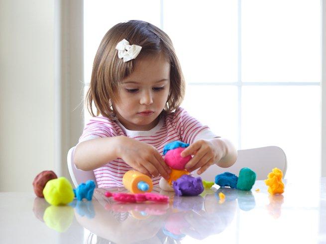 Ребенок съел пластилин - что делать?