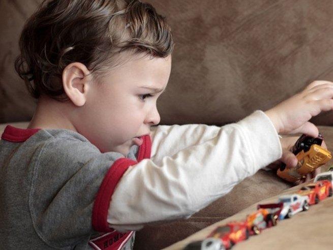 Почему рождаются дети с аутизмом