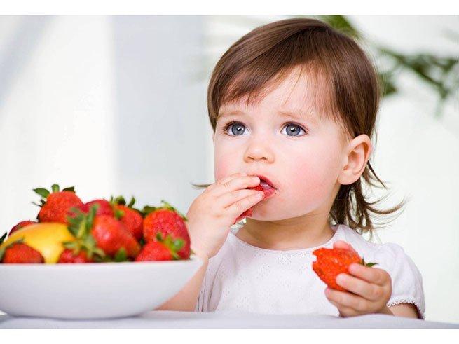 Рвота после еды у ребенка: причины, что делать