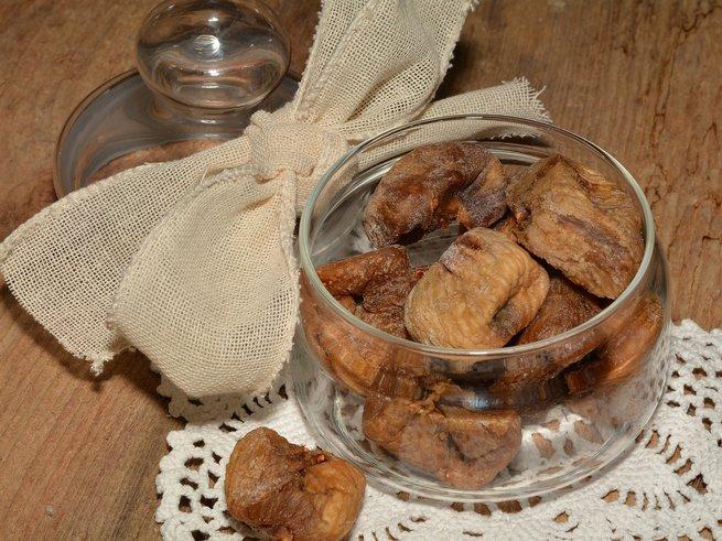 Сушеный инжир: польза, вред, как едят и хранить, рецепты