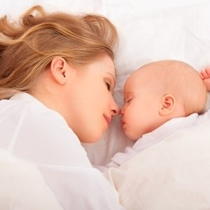 Совместный сон с ребёнком: правильно или нет?