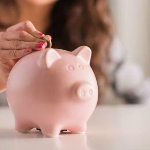 «Вводить» ли в семейный бюджет свекровь или свою маму?