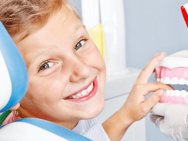 Нужно ли лечить молочные зубы у ребенка