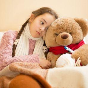 Ребёнок на больничном: чем можно заниматься дома