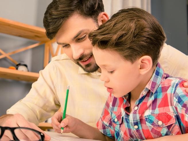 Как мы вредим детям, делая с ними уроки