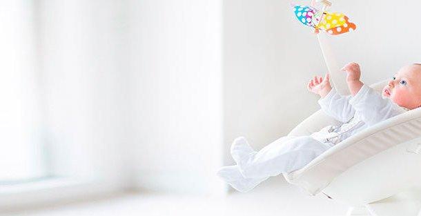 Шезлонг для новорожденного: необходимость или забава