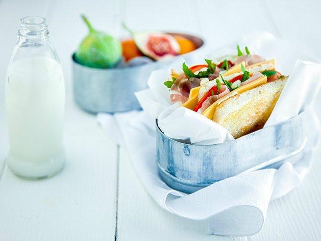 Собираемся на пикник: 8 классных рецептов сэндвичей