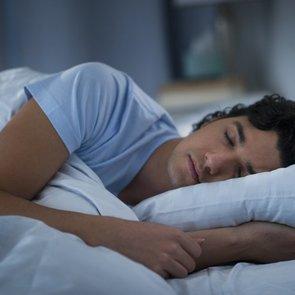 Из-за неизвестного расстройства подросток спит по 18 часов в сутки