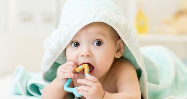 Облегчаем прорезывание зубов у малыша