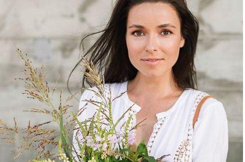 Бэби-бум: Телеведущая Ирена Понарошку ждет ребенка