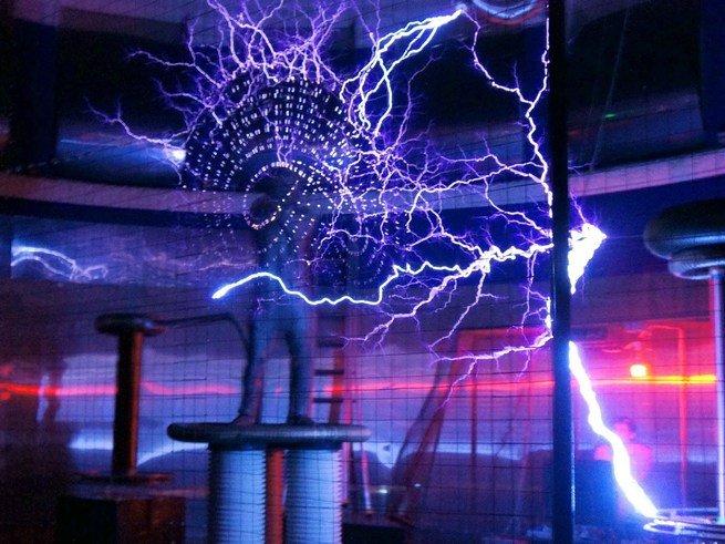 «Электрический шторм»:  шоу  молний и другие  чудеса