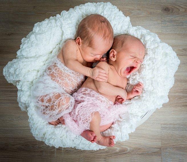 Почему новорождённый кряхтит во сне?