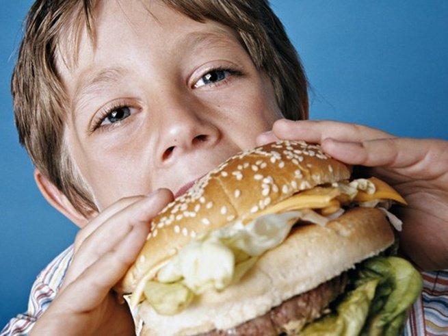 Реклама фастфуда меняет психику детей