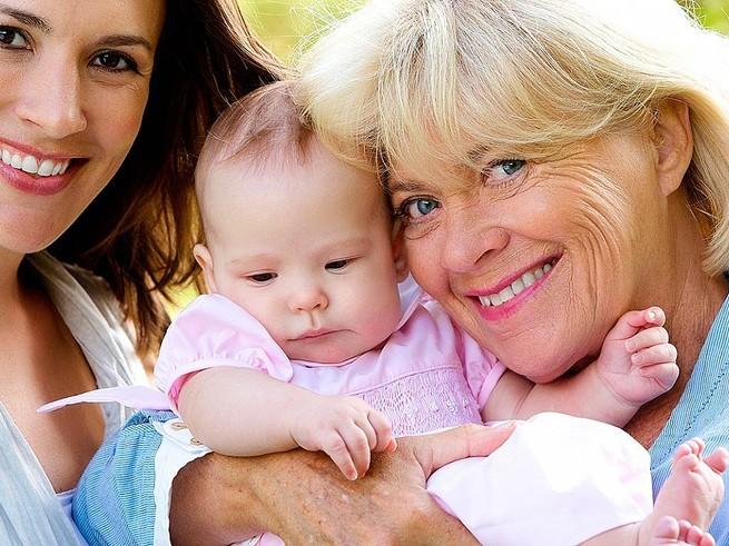 Российские мамы предпочитают приглашать няню, а не бабушку