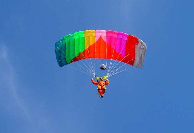 В Парке Горького можно совершить виртуальный прыжок с парашютом