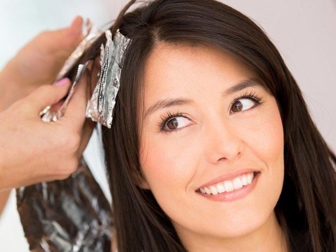Можно ли красить волосы во время кормления грудью?