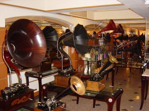 Музей граммофонов: как звучала музыка, когда не было Hi-Fi