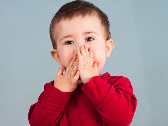 Что делать, если ребёнок проглотил кусочек стекла?